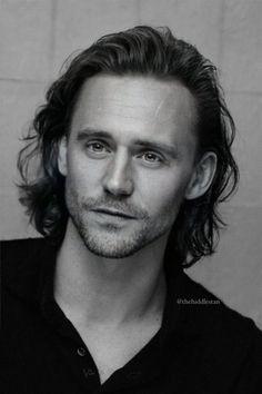 Thomas William Hiddleston, Tom Hiddleston Loki, Toms, Man Thing Marvel, Marvel Actors, Loki Laufeyson, Perfect Man, Gorgeous Men, Celebrity Crush