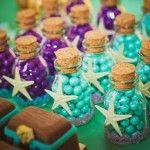 Bolinhas de chocolate coloridos da festa da pequena sereia                                                                                                                                                      Mais