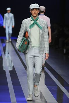 Canali showed off their new clothes in Milan. It looks like it is inspired by the 20's. I like it!
