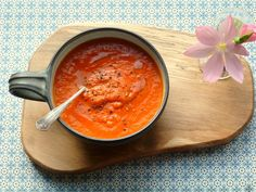 Low FODMAP soup recipe: red pepper, carrot and Gruyere Fodmap Recipes, Gf Recipes, Soup Recipes, Recipies, Roasted Red Pepper Soup, Roasted Red Peppers, Stuffed Pepper Soup, Stuffed Peppers, Low Fodmap Vegetables