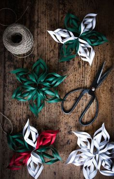 Holiday DIY gift bows