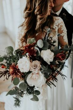 Eclectic Romantic Wedding Inspiration at The Chapel at Southwind Hills #weddingbouquets