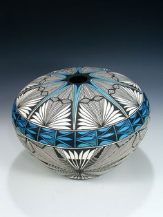 Acoma Pueblo Pot by Corrine Chino Native American Baskets, Native American Artwork, Native American Design, Native American Pottery, American Indian Art, Native American Artists, Ceramic Pottery, Pottery Art, Ceramic Art
