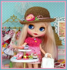 Blythe doll shopping - Photo by Debby Emerson