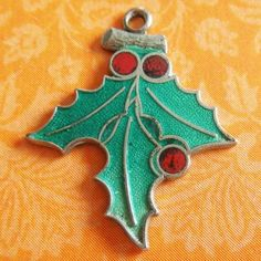 Vintage-Enamel-CHRISTMAS-HOLLY-RED-BERRIES-Sterling-Silver-Holiday-Charm-by-FORT