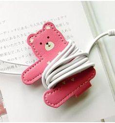 earphone winder friend Crafts To Do, Felt Crafts, Arts And Crafts, Leather Business Card Holder, Business Card Holders, Leather Keyring, Leather Tooling, Earphones Wrap, Kit Diy