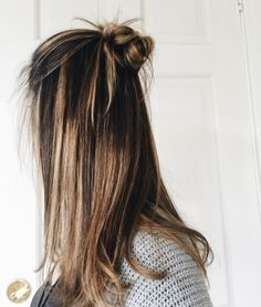 Are you looking for best hair colors to apply for long hair? Just see here, we have made a collection of fantastic long balayage colored hairstyles Messy Hairstyles, Pretty Hairstyles, Short Hair Cuts, Short Hair Styles, Girl Haircuts, Hair Day, Balayage Hair, Gorgeous Hair, Hair Hacks