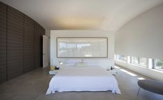 Love this bedroom!  Love the left wall, love the low windows, low bed... (Mosman House by Popov Bass Architects)