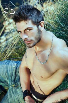 Ángel boys de Granada un chico que da mucho espectáculo en las despedidas de solteras.