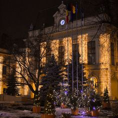 🎥 Primăria Municipiului Iaşi 📍Actualul sediu al primăriei este fostul Palat Roznovanu, situat în inima oraşului, în apropierea celor mai semnificative monumente istorice. Clădirea impresionantă prin somptuozitate şi fastul interioarelor, a fost construită în deceniile 7 - 10 ale sec. XVIII-lea şi restaurată între 1830 - 1833 de către cunoscutul arhitect Johan FREYWALD, cel care a proiectat şi Catedrala Mitropolitană. Travel Pictures, Instagram, Travel Photos, Vacation Pictures