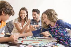 Si ya de por sí Monopoly es uno de los juegos más vendidos de la historia, qué decir si además está ambientado en las grandes novelas de George RR Martin; o un clásico como Cluedo, en el que puedes jugar con los personajes de la saga de Harry Potter. Los juegos de mesa no pueden faltar en una ludoteca familiar, ya que son ideales para vivir divertidos momentos en familia o con amigos...  http://www.tavernamasti.com/2018/04/los-juegos-de-mesa-no-pueden-faltar-en.html