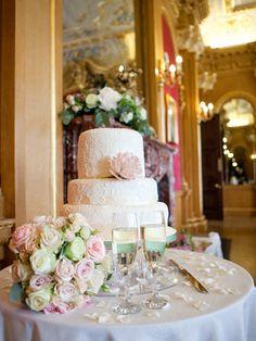 http://www.rosesandlace.co.uk/a-stylish-wedding-at-hylands-house/