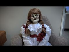The Warner Bros. Burbank, CA lot has been a ghost town for the last four-and-half-months, with employees working from home in quarantine. But somebody left Annabelle behind, and the below video shows what happens when the evil doll is left to her own devices, all alone, in the New Line offices. Back Hocus Pocus Sequel, Annabelle Doll, New Line Cinema, Ann Doll, Living Dolls, Movie Props, Show Us, Freddy Krueger, Video New