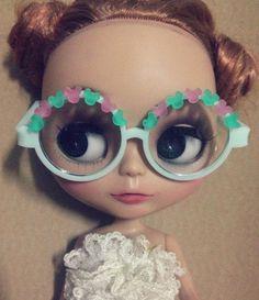 Blythe wear Glasses