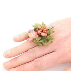 Succulent woodland botanical ring by FleurieuGifts on Etsy Prom Flowers, Real Flowers, Unique Gifts For Girlfriend, Red Succulents, Botanical Fashion, Silver Plant, Flower Band, Flower Arrangements, Floral Design