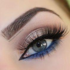 Eyeshadow Looks Gold taupe eyeshadow blue eyeliner Blauer Eyeliner mit goldfarbenem Lidschatten Eye Makeup Brushes, Eye Makeup Tips, Makeup Geek, Skin Makeup, Eyeshadow Makeup, Makeup Ideas, Beauty Brushes, Makeup Kit, Makeup Remover