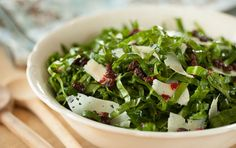 SPANISH-STYLE COLLARD GREENS This collard greens salad is dressed with sherry vinaigrette, plumped currants and shaved Manchego cheese.s terrific eaten right away or made a day or two in advance and chilled until ready to serve. Asian Chicken Salads, Chicken Salad Recipes, Healthy Salad Recipes, Whole Food Recipes, Healthy Foods, Vegetarian Protein, Vegetarian Recipes, Clean Eating, Healthy Eating