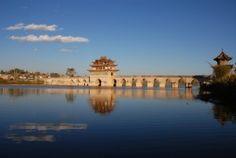 Doppeldrachen-Brücke in Jianshui
