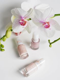 Blogger @merenhelmi prefers Gel Effect Nail Polish in natural nude colors in her every-day nail manicure. #nailpolish #lumene
