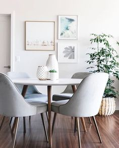 Dining room can't decide what it wants to be? We got you. 📸: @downshiftology Share YOUR style with @westelm! #mywestelm #dineinstyle #dontforgetthegallerywall
