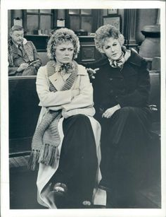 bea arthur and rue mcclanahan Rue Mcclanahan, 4 Best Friends, Bea Arthur, Moving In Together, Golden Girls, Favorite Tv Shows, Laughter, Hilarious, Black And White