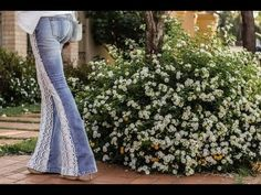 DIY INÉDITA - CALÇA JEANS COM RENDA - YouTube Bell Bottoms, Bell Bottom Jeans, Look, Pants, Youtube, Diy, Fashion, Lace Jeans, Flare Jeans Outfit