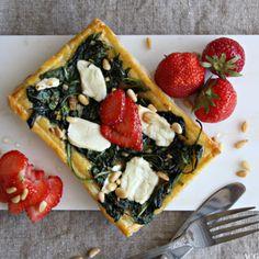 Terte med spinat, chevre og jordbær (tart with spinach, chevre and strawberries)