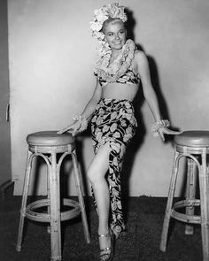 Doris Day xx hubba hubba get your tiki on Old Hollywood Glamour, Vintage Glamour, Vintage Beauty, Classic Hollywood, Vintage Tiki, Aloha Vintage, Vintage Hawaiian, 3 Avril, Pin Up