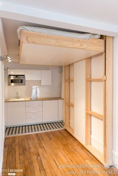 52 Popular Space Saving Ideas For Tiny Apartment To Try. If you are living in small apartment or a villa Space Saving Beds, Space Saving Furniture, Tiny Spaces, Small Apartments, Cama Murphy, Ceiling Bed, Small Bedroom Storage, Hidden Bed, Murphy Bed Plans
