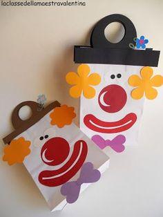 Intervallati ai cravattoni, ecco i sacchetti pagliaccio. I bambini li utilizzeranno il giorno della festa di carnevale... u...