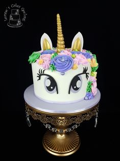 Another pretty unicorn cake but this time with eyes wide open. Happy birthday to my niece, Elisabeth.