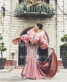 Filipiniana Wedding, Filipiniana Dress, Philippine Women, Philippine Art, Philippines Fashion, Philippines Culture, Filipino Art, Filipino Culture, Traditional Fashion