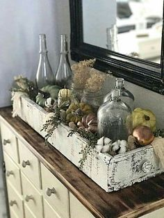 Looking for some easy DIY fall pumpkin decor? It only takes a few minutes to cre. Looking for some easy DIY fall pumpkin decor? It only takes a few minutes to cre. - Looking for some easy DIY fall pum. Rustic Fall Decor, Fall Home Decor, Autumn Home, Diy Home Decor, Decor Room, Vintage Fall Decor, Country Fall Decor, Bedroom Decor, Country Home Decorating