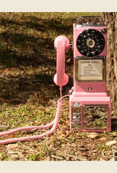 retro pink payphone. . honey child! so fun! AND IT WORKS like a real pHONe. . you can even put COINS in it!!! guaranteed to make everyone smile. . . {junk gypsy co - http://gypsyville.com/ }