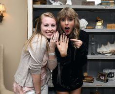 Taylor Swift Wears Snake Ring to Secret Session in Rhode Island (Photos): Photo Taylor Swift welcomed fans into her Rhode Island home for her second Reputation secret session and now fans are sharing the adorable photos they took with the superstar! 15 Taylor Swift, Taylor Swift Pictures, Ethel Kennedy, Latest Instagram, Taylors, Rhode Island, Role Models, My Idol, Singer