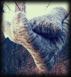 Easy Toe Up Socks Free Pattern..FREE PATTERN ♥ 3500  FREE patterns to knit ♥ http://pinterest.com/DUTCHYLADY/share-the-best-free-patterns-to-knit/
