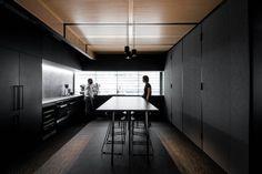 대담한 블랙의 'Hllam' 오피스 인테리어 Hillam이 디자인설계한 호주에 위치하고 있는 자사 'Hillam'오...