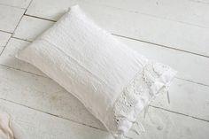 #danieladallavalle #artepura #table #homedecor #madeinitaly #linen #lace #pillow #totalwhite