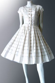Classic vintage dress made from top-quality Swiss cotton. Vintage Clothing sells only genuine, original vintage fashions. Vintage Outfits, Vintage 1950s Dresses, Boho Outfits, Outfits For Teens, Vintage Fashion, Fashion Outfits, Vintage Shoes, Fashion Ideas, Vintage Clothing Online