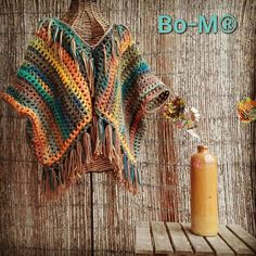 Multicolor poncho short to wear with a long shirt or shirt underneath. One o … - Everything About Knitting Diy Crochet And Knitting, Crochet Cardigan, Love Crochet, Crochet Shawl, Crochet Crafts, Crochet Clothes, Baby Knitting, Mode Hippie, Crochet Bikini