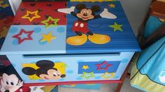 A Arte Country, Pintura Country, Handicraft, Ideas Para, Baby Room, Toy Chest, Decoupage, Leo, Mary