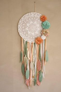 Dream catcher Yarn Crafts, Diy And Crafts, Arts And Crafts, Boho Diy, Bohemian Decor, Dreamcatchers, Making Dream Catchers, Macrame Wall Hanging Diy, Crochet Dreamcatcher