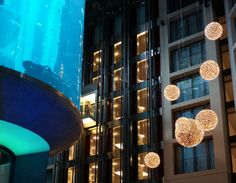 Christmas time at the Radisson Blu Hotel, Berlin. #radissonblu #radissonbluberlin #lights #aquadom #berlin #fishtank #christmas