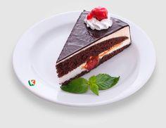 Черешова фантазия: Шоколадова на вкус и впечатляваща като усещане. Така можем да определим нашата магия от пухкав блат, черешов пълнеж и нежна шоколадова глазура.