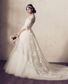 of The Most Popular Wedding Dresses at The Moment Ideas Bridal Gowns, Wedding Gowns, Popular Wedding Dresses, Dress Vestidos, Wedding Dress Accessories, Classic Wedding Dress, Dream Dress, Bridal Style, Wedding Bride