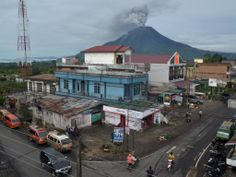 Sinabung, 2460 m high, active after 400 years