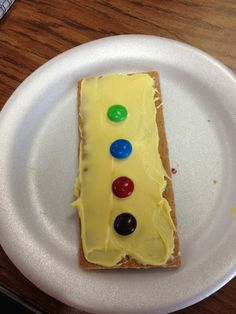 Pete the Cat groovy buttons snack... Graham cracker topped with yellow icing and M buttons