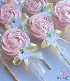 Meringue Desserts, Meringue Cookies, Cupcake Cookies, Meringue Kisses, Unicorn Birthday Parties, Birthday Party Decorations, Baby Shower Decorations, Party Favors, Butterfly Party