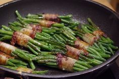 Green beans wrapped in bacon (recipe with picture) from Spianata Chefkoch. Bacon Recipes, Healthy Recipes, Rice Recipes For Dinner, Cheesecake, Rice Crispy Treats, Asparagus Recipe, Food Pictures, Green Beans, Food Porn
