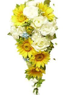 キャスケードブーケ(シルクフラワー) ひまわりが大好きな花嫁に。8月の結婚式でした。挙式後も飾れる様にシルクフラワー(造花)でお作り致しました。